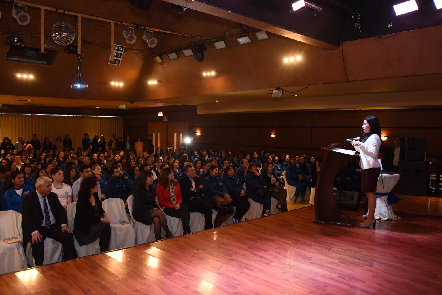 300 Funcionarios Junji Participan En Charla Motivacional